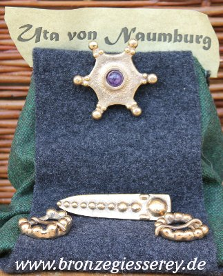 Photo der Fibel von Uta von Naumburg